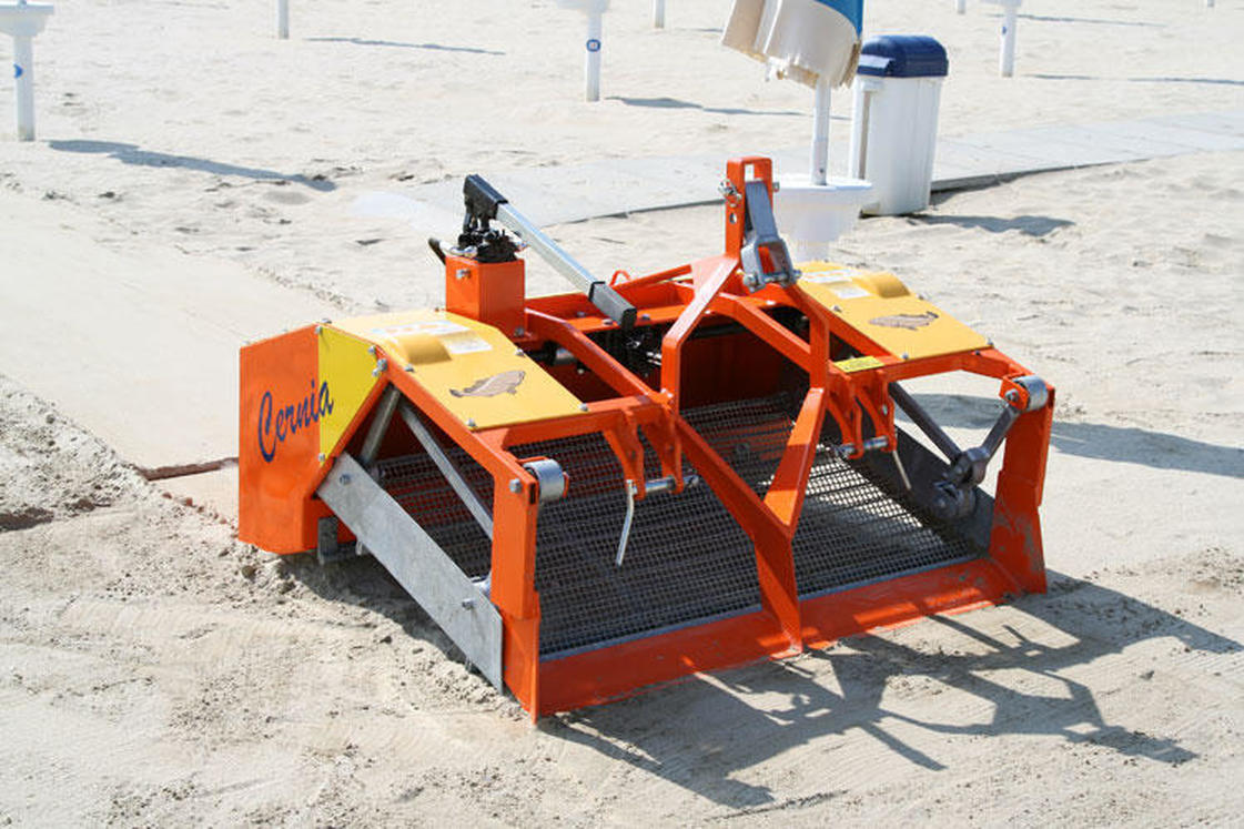 Beach Cleaner, Small tractor beach cleaner, Barber Sandman TT, Sandman, Beach cleaner Small